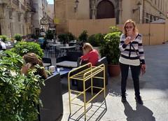 Trapani - Turiste in visita al bel centro storico (Luigi Strano) Tags: italy europa europe italia sicily sicilia trapani