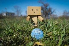 Easter hunt pt. 3 (siljevdm) Tags: blue sky green nature grass easter egg hunt danbo danboard danbosadventure
