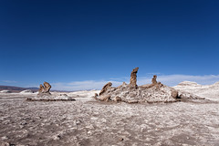 Las Tres Marias, Valle de la Luna, San Pedro de Atacama, Chile (Luiz Seo) Tags: chile latinamerica americalatina southamerica landscape desert valledelaluna deserto sudamerica sanpedrodeatacama amricadosul valedalua moonvalley canoneos5d desertodoatacama atacamadesert canonef1740mmf4l