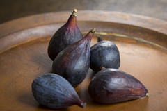 Ripe figs (lstarner (Lynn)) Tags: california food fruit canon figs ef100 60d