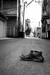 (179/366) City Cinderella (at the Back-Alley Ball) (CarusoPhoto) Tags: shoe alley street single singleton one funny odd strange mundane banal everyday ordinary john caruso carusophoto pentax ks2 photo day project 365 366 hd pentaxda l 1850mm f456 dc wr re hdpentaxdal1850mmf456dcwrre bw city chicago urban cinderella