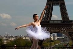 Aligned (Boye not Bowyer) Tags: street urban paris modern canon ballerina raw tour eiffeltower eiffel dancer champdemars 7d danseuse