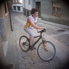 Sergio y su bici (nachelsoul) Tags: guadalajara kern 16mm 2012 cifuentes yvar gf2 cmount