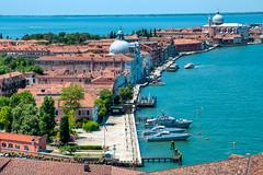 Venice / Venezia / Venedig (jurip) Tags: italien venice italy colors architecture palace architektur venezia venedig hdr gondel gondolieri canalgrande nikond300s
