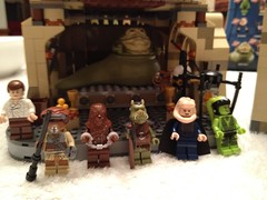 LEGO Building, Jabba Is Out Of The Closet, Part 4 (Jay_Penrith) Tags: b outfit princess bib guard monk solo jabba fortuna han chewbacca leia oola crumb boushh salacious 9516 gamorrean bomarr