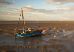 Bokeh Boat (ATB910) Tags: sunset beach canon boat diy bokeh shift tilt 30d meols