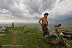 Unloading catches (emon chowdhury.) Tags: canon fishing lifestyle bangladesh srimongal hailhoar