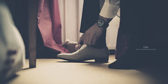 Time (Franck Tourneret) Tags: wedding orange man 35mm shoe nikon married room watch mariage chambre preparation homme montre prparatifs d4 chaussure mari