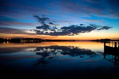 non molto ha corso (Antonio_Trogu) Tags: sunset sky italy lake night clouds lago pier italia tramonto nuvole cielo wharf mantova lombardia mantua pontile superiore antoniotrogu pwpartlycloudy