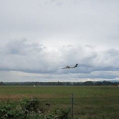An Alaska commuter plane on final into PDX (Tysasi) Tags: alaska plane airplane landing commuter pdx airlines turboprop permanent populaire brevet randonneuring nicolasflamelpopulaire