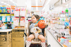 Born to Shop! (MichelleSimonJadaJana) Tags: leica girls portrait color girl childhood japan children 50mm kid f14 sony voigtlander snapshot documentary lifestyle m full mount snaps ii frame jana  okinawa manual fe fullframe summilux asph jada vme nex  adaptor  summiluxm a7r thirdpartylens vsco a7rii ilce7rm2