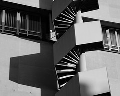 hexa stairs (dan.boss) Tags: windows shadow blackandwhite bw blancoynegro monochrome architecture stairs schweiz switzerland suisse minimal architektur hexagon thun schwarzweiss berne nikond40