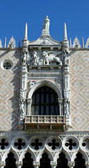 Palazzo Ducale (shadow_in_the_water) Tags: venice italy window architecture balcony columns lion statues arches venezia fentre palazzoducale capitals veneto piazzettasanmarco westfacade pinkmarble veronamarble thedogespalace venetiangothicstyle thelionofvenice dogefoscari