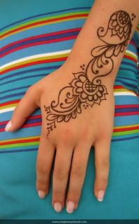 Simple paisley wrist