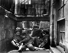 Anglų lietuvių žodynas. Žodis abject reiškia a 1) pažemintas, nelaimingas; 2) niekingas, žemas; in abject poverty dideliame skurde lietuviškai.
