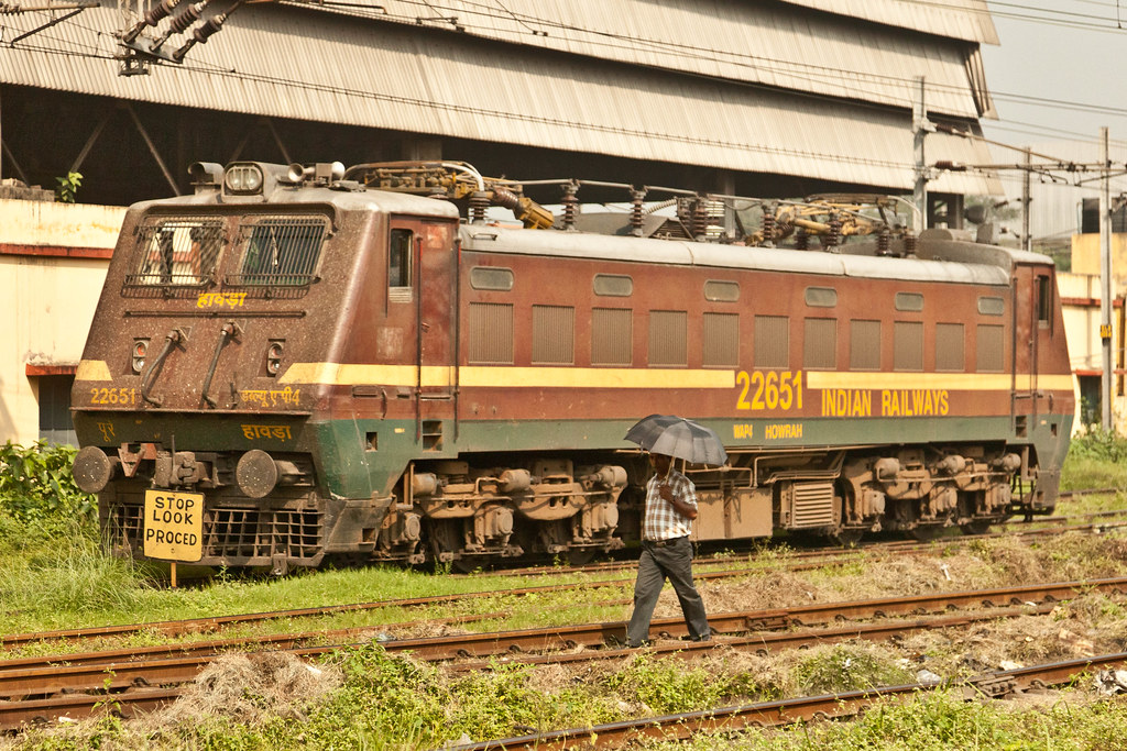 IMG_5556.jpg (yeahwotever) Tags: india look electric shed loco stop howrah  indianrailways