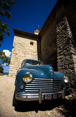 Banon, vintagr car (Pat de T.) Tags: blue france car vintage voiture bleu provence dslr eglise peugeot 2012 bleue banon