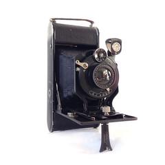 (magnifik 2.0) Tags: 1920s 120film filmcamera manualcamera contessa cameracollection magnifik rollfilmcamera contessanettel gr hewhohasthemosttoyswhines magnifikstudio magnifikstudiocom