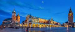 Krakow at dusk (traumlichtfabrik) Tags: city travel blue skyline evening spring pentax outdoor dusk urlaub tripod poland krakow journey stadt polen krakw hdr k5 reise frhling rynek pl krakau 2016 glowny maopolskie sigma1770