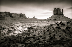 Monument Valley Rift - Textured Duotone (byron bauer) Tags: sky painterly texture monochrome rocks desert overcast duotone scrub mesa formations byronbauer
