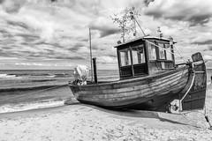 Fischerboot am Strand von Ahlbeck (mirko.borgmann) Tags: ocean beach strand boat blackwhite meer weiss schiff schwarz fischkutter