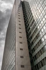 Drei Scheiben Haus (ARTUS8f) Tags: flickr wolken dsseldorf spiegelung muster diagonale wolkenkratzer linien geometrisch modernearchitektur