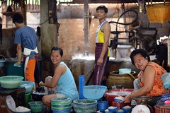 people working in a home noodle factory (the foreign photographer - ) Tags: people home canon thailand four kiss factory bangkok working noodle khlong thanon 400d bangken