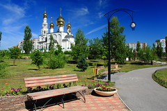 Preobrazhenskiy Park, Abakan, Russia (fionxl) Tags: park summer bench cathedral russia transfiguration abakan khakassia  preobrazhenskiy