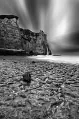 Etretat en noir et blanc (LDream2505 (Michel Dogniaux)) Tags: cliff white black france pose europe long exposure noir normandie et falaise blanc etretat longue