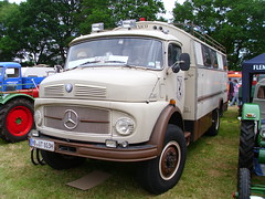 Mercedes-Benz 710 Camper (Zappadong) Tags: auto camping classic car truck automobile voiture coche mercedesbenz classics oldtimer caravan camper mobilehome oldie carshow 710 wohnmobil lastwagen lkw youngtimer 2016 automobil bockhorn mobilhome oldtimertreffen zappadong