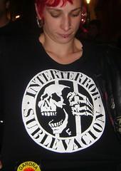 39 VIAJE A VITORIA 2 (Fotos de Camisetas de SANTI OCHOA) Tags: punk musica paisvasco calavera