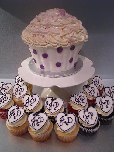 wedding cupcakes: monograms