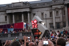 Countdown to Opening Ceremony (Scripps London 2012) Tags: crowd trafalgarsquare fans olympics countdown openingceremony london2012