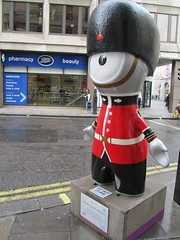 UK - London - Olympic Mascots - Queen's Guard Wenlock (JulesFoto) Tags: uk england london mayfair bondstreet wenlock london2012 olympicmascots