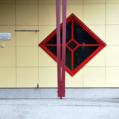 Firkant i firkant |-|- Square in square (erlingsi) Tags: window square norge fenster noruega oc vindu asky noorwegen noreg geometri erlingsi firkant erlingsivertsen fnster strusshamn firkantet