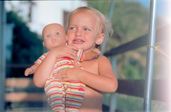 E' mio! - He is mine! (Matteo Bagnoli) Tags: leica film analog doll 100 28 90 r4 analogica bambola bambina ektar pellicola elmarit leitz bambolotto autaut r4s caterinabagnoli