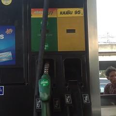 เฟ็ดเฟ่ ลิตรละ 48.XX บาท แพงสาดดด #ประเทศไทย #bangkok #thailand #fuel #expensive #price #today #street