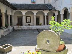 Chiostro del convento Francescano del Monte Mesma - Ameno (No) (frank28883) Tags: convento chiostro colonne ameno lagodorta colonnato macina novara francescani francescano montemesma