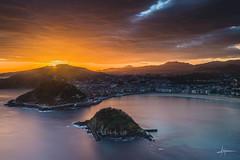 Donostia (PiTiS ~) Tags: sea sky sun sol beach sunrise mar playa amanecer cielo donosti euskalherria euskadi basquecountry donostia guipuzcoa gipuzkoa zerua