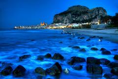 Cefalu Blues (hapulcu) Tags: bluehour cefalu italia italie italien italy mediterranean palermo sicile sicilia sicily sizilien dusk sunset winter