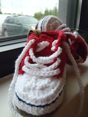 baby red sneakers (ruali) Tags: red baby kids shoes handmade crochet knit sneakers yarn gift etsy aline croche custommade oxente babyshowergift ruali
