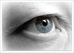 L'oeil bleu  -  Blue eye - (Véronique Delaux On/Off) Tags: blue man closeup eyes montpellier yeux bleu homme regard photographe yvelines panasonicfz18 véroniquedelaux créatitudesnolimits »véroniquedelaux» delaux «photographemontpellier»