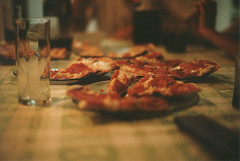 Pizza! (chacanin) Tags: food film kitchen analog 35mm canon table 50mm 14 pizza eat 200 lucky fd