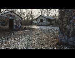 Le village (www.darnoc.fr) Tags: camp photoshop canon eos village tag abandon maison 1022mm militaire 1022 lightroom levillage efs1022mmf3545usm 60d eos60d