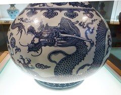 vase with dragon and cloud design in underglaze blue -  Yongzheng reign, Qing dynasty 1723-1735 (sftrajan) Tags: china museum design ceramics dragon chinese muse musee vase museo  nanjing nanking jiangsu glazed qingdynasty blueandwhite  chineseart nankin nanjingmuseum     chineseceramics qingdynastie cramiquechinoise    cermicachina  nnjngbwyun   nhthanh   chineseceramicware