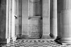 St Pauls' Pillars (Jonathan.Russell) Tags: white black london lines st architecture canon russell floor cathedral jonathan mosaic pauls tiles 18 55 35 40d jonooter
