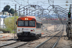 The Atomic Train!!! (Pasku Fuenla) Tags: madrid espaa trenes spain nikon industrial trains rails sur camello estacin getafe renfe 592 pasajeros automotor operadora atmico pasku fuenla disel d3000