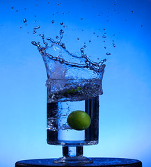 25/52 Splash (Sean Kelly Aus) Tags: blue canon lime splash 2012 bts week25 strobist 580exii week25theme 522012 52weeksthe2012edition weekofjune17