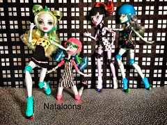 Monster High Roller Maze (Nataloons) Tags: blue monster high doll neon dolls frankie roller maze stein derby mattel skates operetta lagoona explored yelps ghoulia frankiestein monsterhigh ghouliayelps lgaoonablue