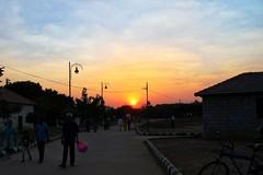 Sunset Avenue (eternal_ag0ny) Tags: road street old sunset sky cloud india man men canon walking photography shot candid bangalore balloon avenue karnataka g11